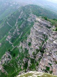 La ripida parete francese con gregge sottostante
