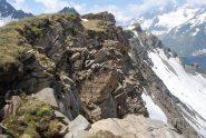 La cresta d'Arp: prato su un versante, a strapiombo sull'altro