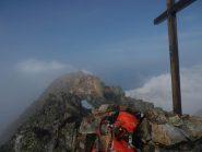 Croce della Cima Centrale, sullo sfondo la Cima SW.