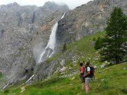 sguardo alla cascata e gruppo la BIANCA