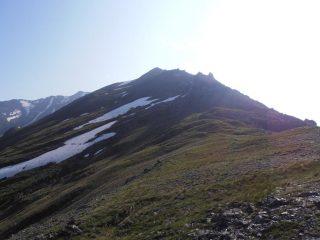 04 - sotto i 2800mt si sale meglio su nevai e prati sul versante a N-O rispetto agli sfasciumi in cresta