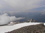 07 - dalla cima nevai e ghiaioni lungo la cresta risalita