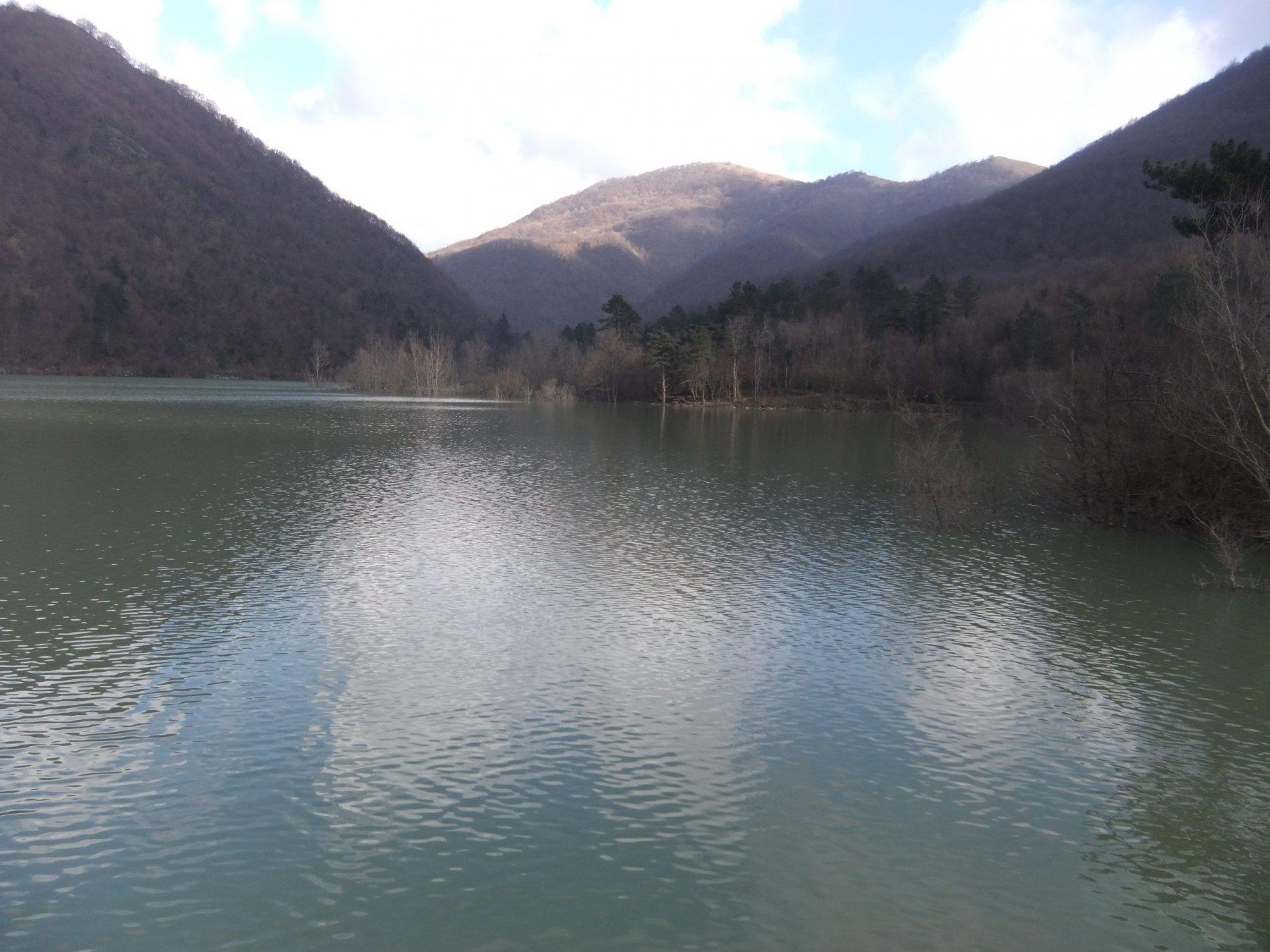 Sulla diga del Lago di Valnoci