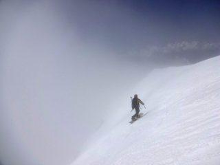Giorgio Sborder lascia la vetta del monte Bianco, in parete  sud-ovest