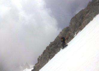 Giorgio Sborder  scende rilassato tra i vapori di nuvola