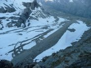 Morena affilata prima della parete rocciosa