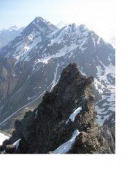 La cresta nel suo tratto piu' aereo..sfondo Luseney e Becca d'Arbiere