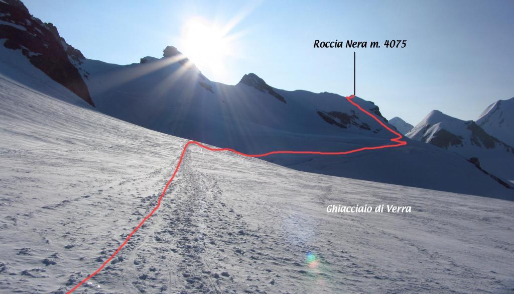 il tracciato della via di salita vista dal Ghiacciaio di Verra (14-7-2013)