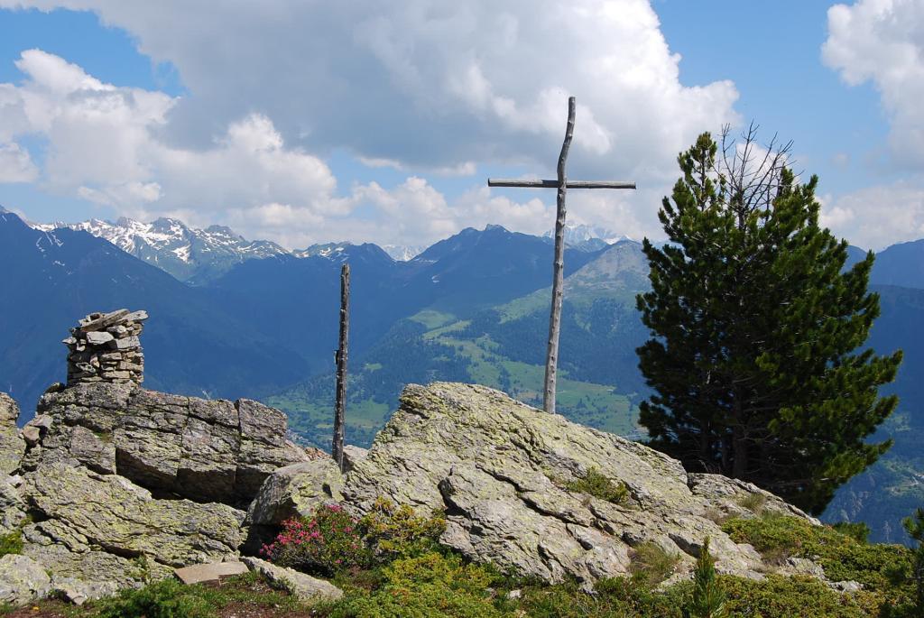 La Croce ed il grosso ometto sulla punta a NE