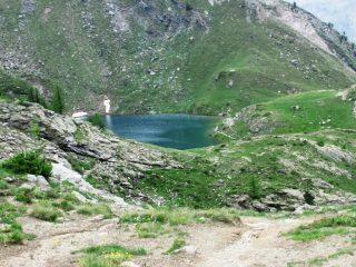 Il lago dal passo che lo precede, sotto il temporale