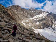 La Mare Percia sovrasta la conca del lago