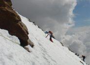 traverso su neve per aggirare un passaggio