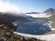 Lago ancora ghiacciato...