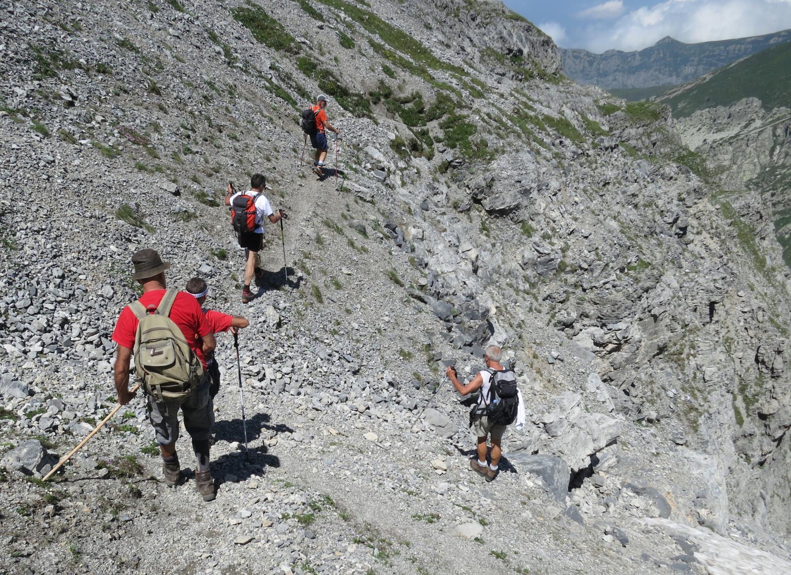 per il sentiero Sordella, stare alti a sx all'imbocco dei Torinesi