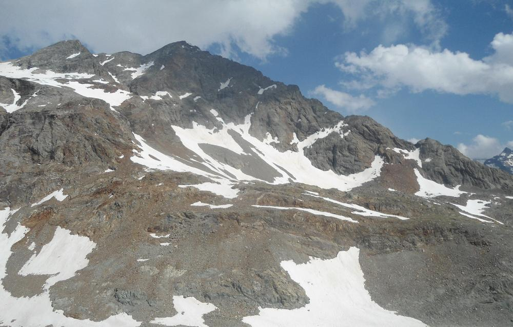 La cresta ovest della Becca Vannetta vista dal Rifugio Collon