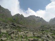 bocchetta del Rosso (a sx) e cima Colmetta (al centro tra la nube)