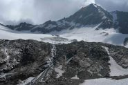 in basso a dx, scie d'agosto!!! sopra il ghiacciaio sceso sabato