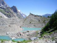 i tre laghi del Miage,uno solo è contornato da pareti di ghiaccio...