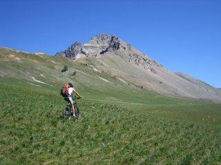 la parte alta del Vallon des Thures; sulla sinistra il sentiero da percorrere