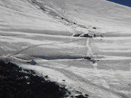 13 - alpinisti che aggirano un crepaccio poco sotto il Col des Roches