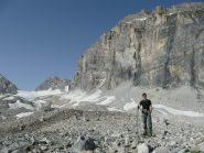 Sulle morene sotto la Granta Parei, la Calabre è ancora lontana, in fondo al ghiacciaio