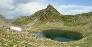 lago seccia e crinale tra guglia e rocca di s.bernolfo; sopra il lago la traccia che taglia verso il colle seccia e le casermette di collalunga