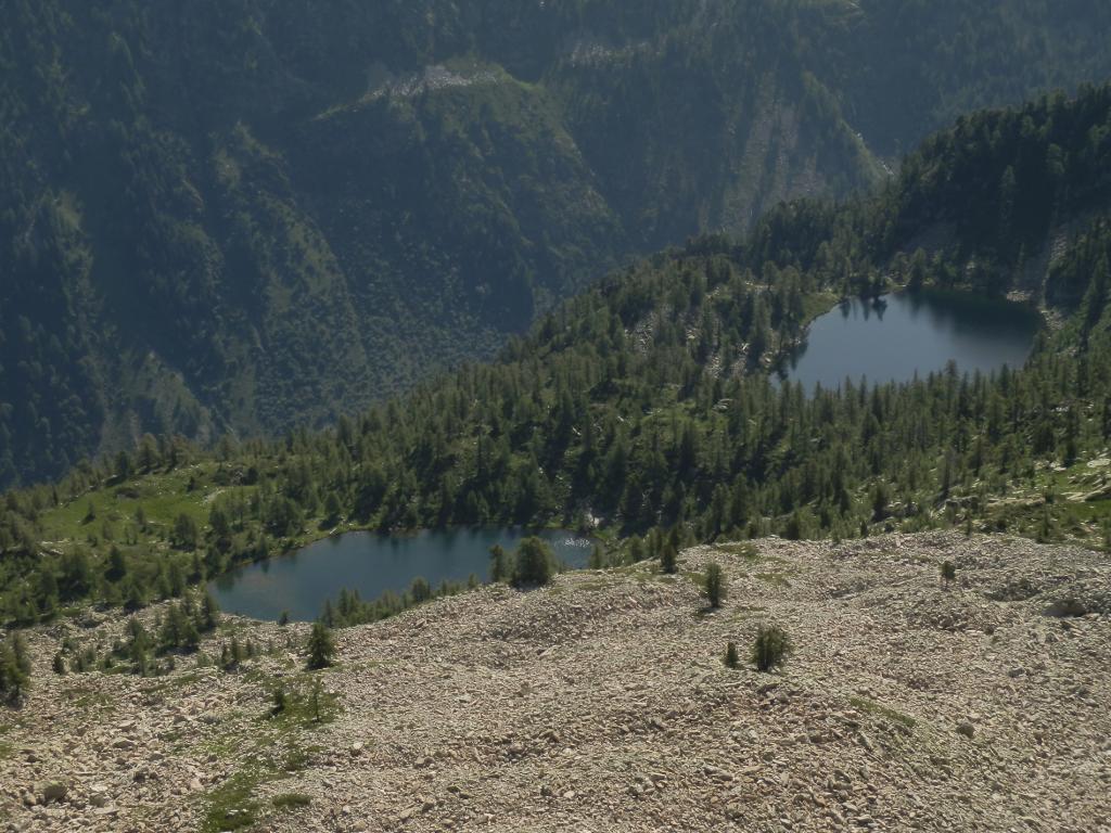 Lago Nero a dx e Lago Martel a sx visti scendendo dalla Q 2612