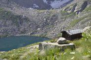 La casa dei guardaparco e sullo sfondo il lago