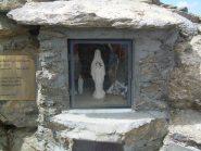 Madonnina poco sotto la croce.