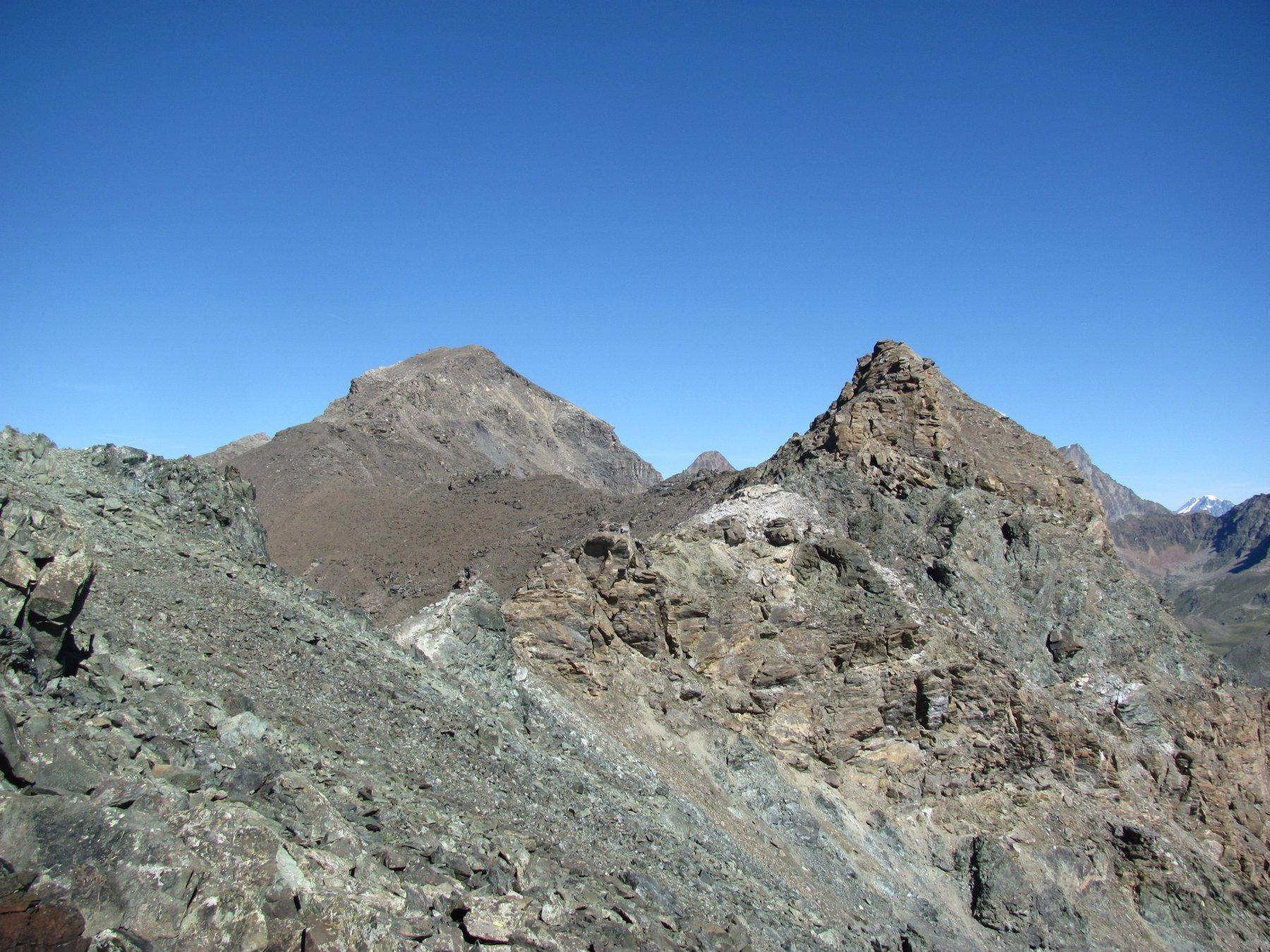 La cima della Penne Blanche, con parte della cresta percorsa