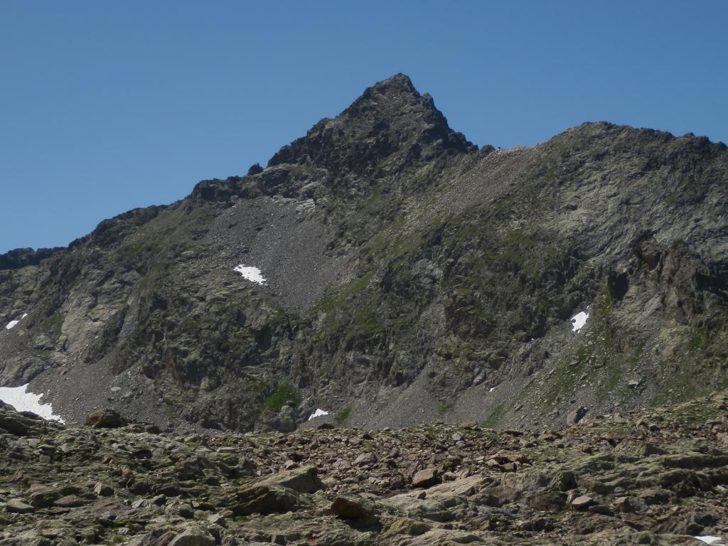 Rocca Rossa, versante di salita visto dalle Rocce Mongioie