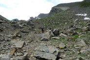 avvicinandosi alla base del pendio NE della Tete de Pelouse...pietrame a volontà! (7-8-2013)