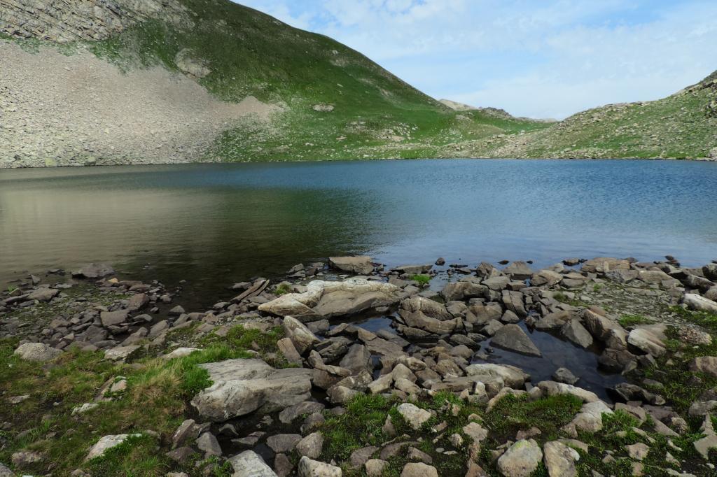 costeggiando il primo dei Lacs des Hommes (7-8-2013)