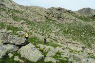 Davide ed Enrico traversano la pietraia sopra la Cabane du Lauzanier (7-8-2013)