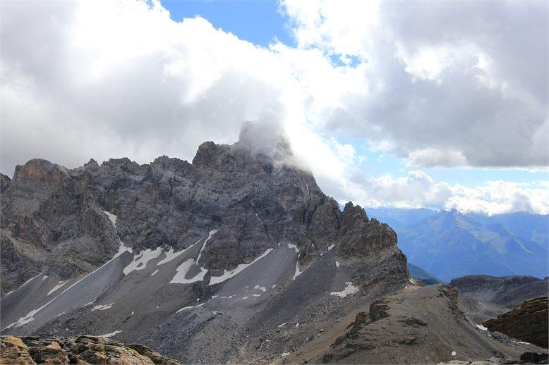 Brec de Chambeyron tra le nuvole