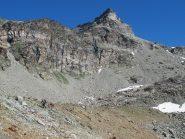 Risalendo il cordone morenico sotto il Monte Redessau