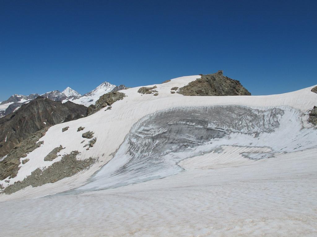 La Cima Nord del Dome de Tzan, a sx Dent d'Herens e Dent Blanche