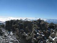 Sulla cresta Sud con Rocciamelone e Monviso vista dalla cima