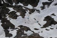 Visto dalla vetta, il lago di Bonalex ancora innevato