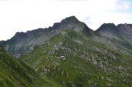 il bivacco visto dalla cresta per il Cimonetto