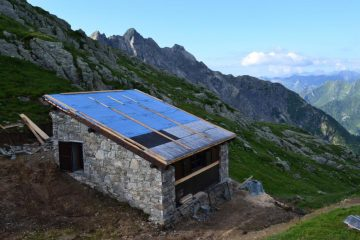 il nuovo bivacco in costruzione al Colle d'Egua