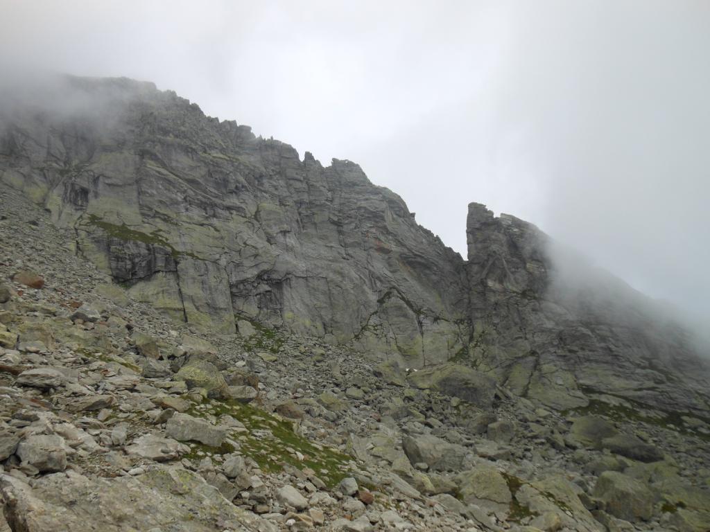 la prima parte di cresta vista dal canale di discesa