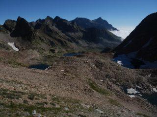 salendo alla Bassa della Lausa, vista sui laghi sup. di Valscura, uno ancora in disgelo