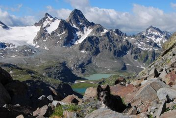 Frank al Passo di Leseney; laghi, Grand Assaly e Col Tachuy sullo sfondo
