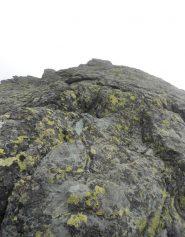 bella roccia compatta in cresta