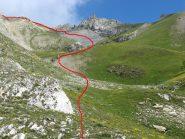 L'ampio vallone con la traccia di salita