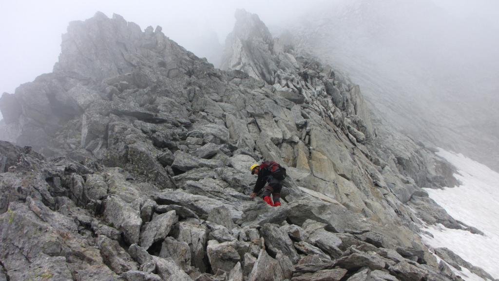 Enrico in azione lungo la cresta Est del Basodino (17-8-2013)