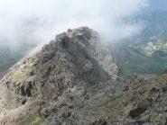 Prima parte della cresta con passaggio obbligato dopo la breve discesa, poi nebbia !