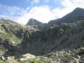 Al centro, il Moncimour con Punta Virginea a destra
