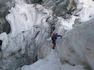 Prima della cresta, il ghiacciaio sconvolto